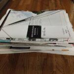 郵便受けに大量の紙